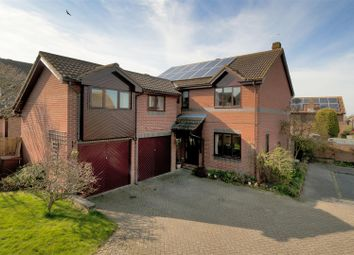 Thumbnail 5 bed detached house for sale in Siskin Gardens, Paddock Wood, Tonbridge