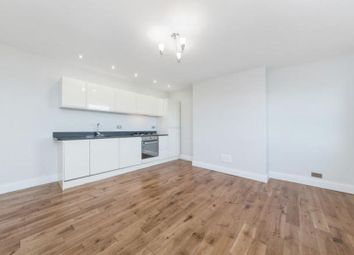 2 bed flat to rent in Peckham High Street, London SE15