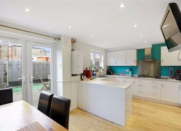 3 bed property for sale in Dillwyn Close, London SE26