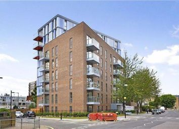 3 bed flat to rent in Chrisp Street, London E14