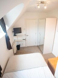 Thumbnail Room to rent in Roding Mews, Tower Bridge