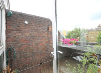 Thumbnail 2 bed flat to rent in Upper Dengie Walk Popham Road, Angel