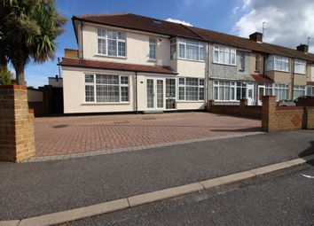 Thumbnail 3 bed flat to rent in Shaw Road, Enfield