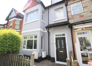 2 bed flat to rent in St. Helens Road, Westcliff-On-Sea SS0