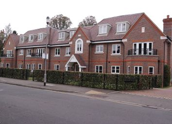 Thumbnail 2 bed flat to rent in Gregories Road, Beaconsfield