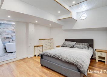 High Street, Brentford TW8. 3 bed houseboat for sale