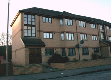 Thumbnail 2 bedroom flat to rent in Mill Road, Bathgate