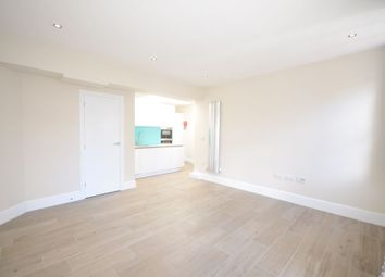 Thumbnail 1 bed flat to rent in High Street, Windsor