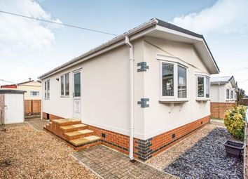 2 bed mobile/park home for sale in The Grove, Woodside Park Homes, Woodside, Luton LU1