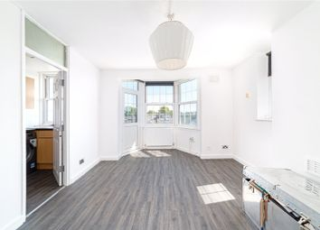 Abbey Court, Emlyn Gardens, London W12. 1 bed flat