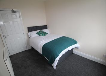 Thumbnail 1 bed flat to rent in Hope View, Shipley