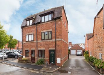 Thumbnail 3 bed town house for sale in Stirlings Road, Wantage