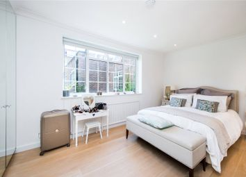 Robert Close, Little Venice, London W9. 3 bed terraced house