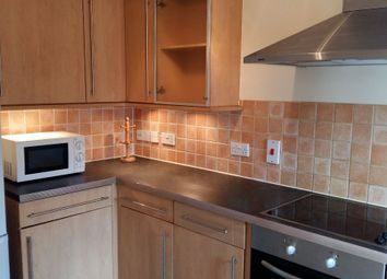 2 bed flat to let in Old School Place