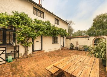 Thumbnail 3 bed cottage to rent in Winter Hill, Cookham, Maidenhead