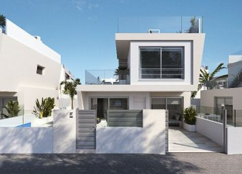 Thumbnail 3 bed villa for sale in Mil Palmeras, Alicante, Spain