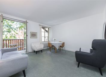 The Circle, Queen Elizabeth Street, London SE1. 1 bed flat