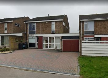 Woodhatch Spinney, Coulsdon CR5. 4 bed link-detached house for sale