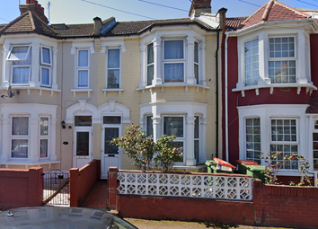 3 bed detached house to rent in Ashford Road, London E6