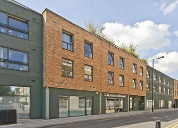 3 bed flat to rent in Cheshire Street, London E2