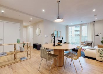 Evelyn Street, London SE8. 2 bed flat