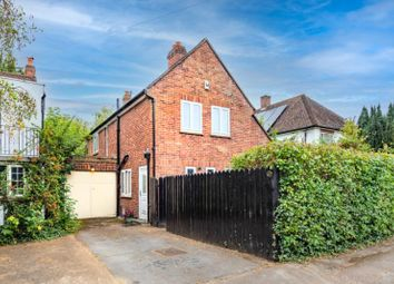 Thumbnail 3 bed detached house for sale in Sunderland Avenue, Oxford