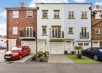 New Park Road, Chichester, West Sussex PO19. 3 bed terraced house