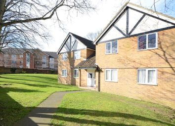 Thumbnail 1 bed flat to rent in Groveland Place, Reading