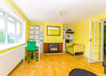 Thumbnail 2 bedroom flat for sale in Elgar House, Hornsey