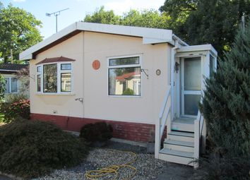 Thumbnail 2 bed mobile/park home for sale in Lydiavilla Park, Bearwood Path, Winnersh, Wokingham, Berkshire