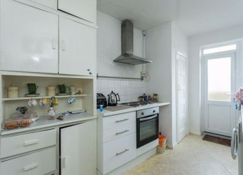 2 bed flat to rent in High Street, Chesham HP5