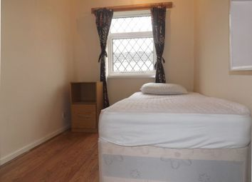 Thumbnail Property to rent in Barton Walk, Crawley