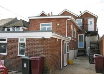 Thumbnail 3 bed flat to rent in Oxford Road, West Reading