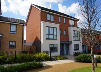 Thumbnail 4 bed town house to rent in Greenham Avenue, Reading