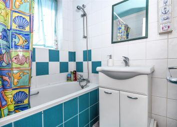 3 bed property for sale in Rutland Close, Epsom KT19
