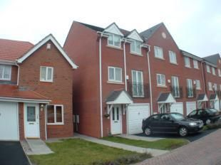 3 bed town house to rent in Perch Close, Wednesfield, Wolverhampton WV10