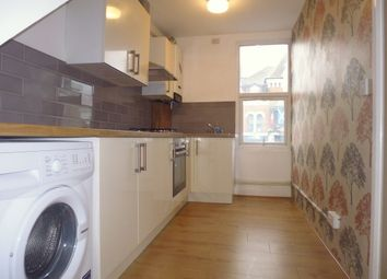 3 bed flat to rent in Upper Tooting Road, Tooting Bec, Tooting Broadway, Balham SW17