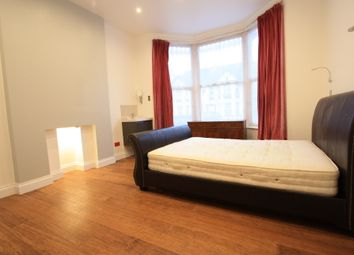 Thumbnail 3 bed flat to rent in Oakfield Rd, Croydon
