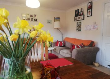 Thumbnail 2 bed flat to rent in Warwick Road, Redhill