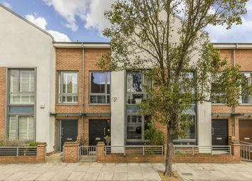 Thumbnail 4 bed flat to rent in Elbe Street, London