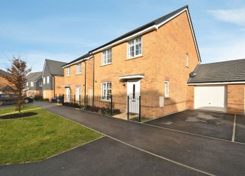 Thumbnail 4 bed detached house for sale in Greenfinch Road, Didcot