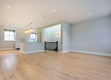 3 bed maisonette to rent in Queen's Gate, South Kensington, London SW7