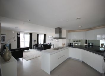 Thumbnail 2 bed flat for sale in Bezier Apartments, 91 City Road, Old Street, London