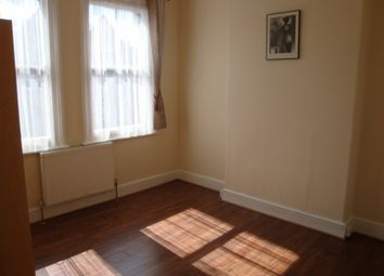 Thumbnail 3 bedroom flat to rent in Gladstone Avenue, Wood Green, London