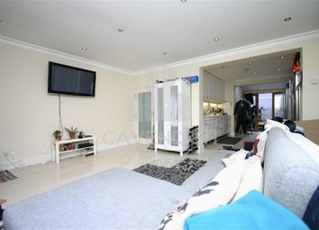 Thumbnail 1 bed flat to rent in City Road, Angel, London