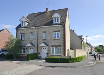 3 bed semi-detached house for sale in Fieldfare Close, Bicester OX26