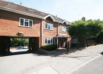 2 bed flat to rent in Eskdale Avenue, Chesham HP5