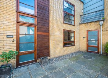 3 bed mews house for sale in Pied Bull Yard, London N1