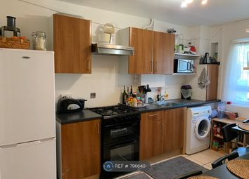 Thumbnail Room to rent in Geffrye Court, London