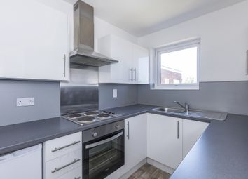 2 bed flat to rent in Highland Court, Gordon Road, South Woodford E18